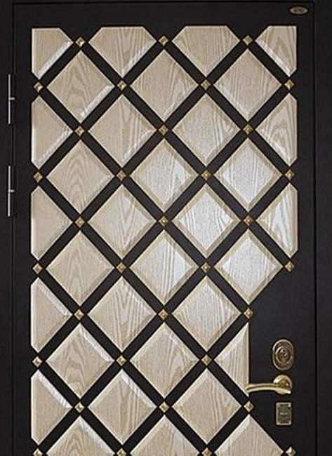 Пример внешней отделки двери